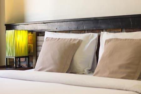 Standard Double Bed Room - Bed & Breakfast