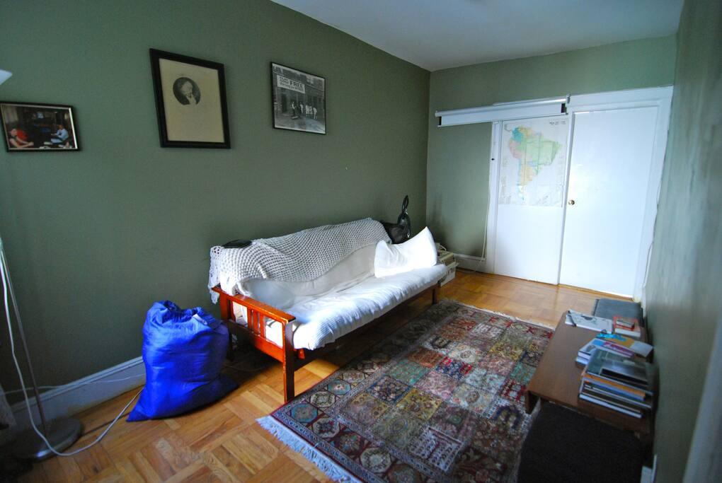 Cozy Room in terrific neighborhood
