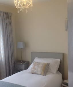Welcoming home - Bedroom 1 - Ashford - Maison