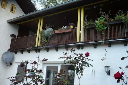 Zimmer im Grünen und doch stadtnah - Leichlingen - Apartamento