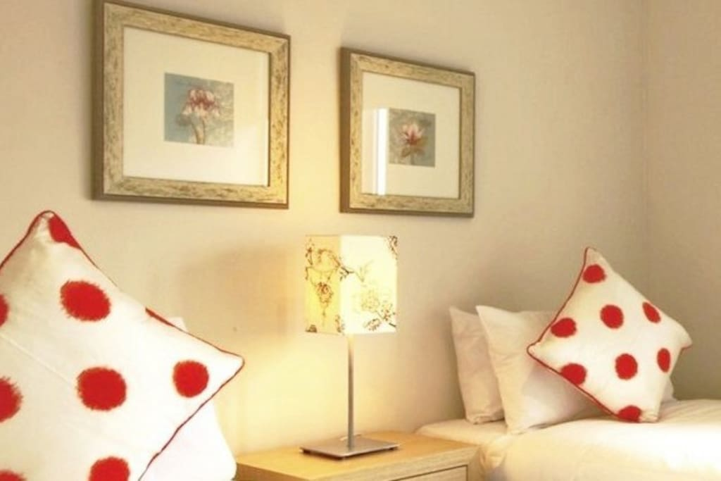 Your choice in the 2nd bedroom either 2 single beds, or 1 king bed