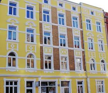 Kleine Wohnung in Bahnhofsnähe - Stralsund - Lägenhet