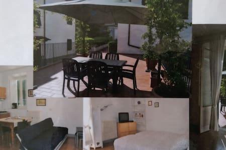 studio attrezzato, grande terrazza - Appartamento