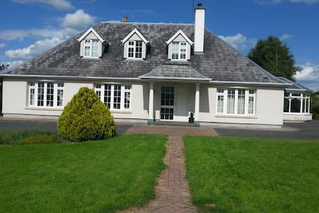 GALWAY COUNTRY HOUSE.***Full House