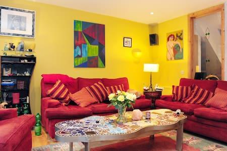 1 double room @ €65 per night - Sutton