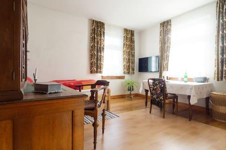 1 Schönes Zimmer in Wohnhaus - Ev
