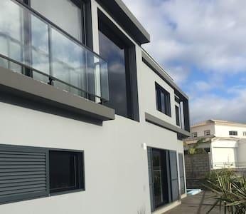 Moderne House mit Pool - Santa Cruz