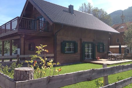 Tradition & Design in Wooden Chalet - Lakás
