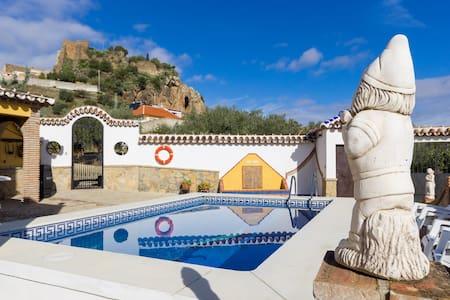4 bed villa, private pool, views - Ardales