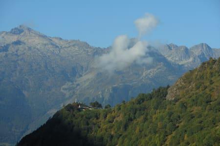 Ski et randonnée à la montagne -