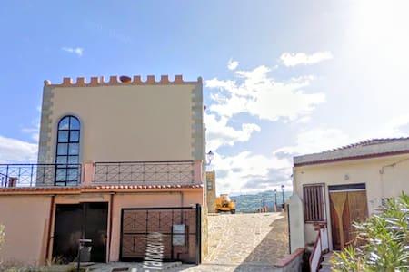 Apartment San Piero Patti Castle close Montalbano - Lejlighed