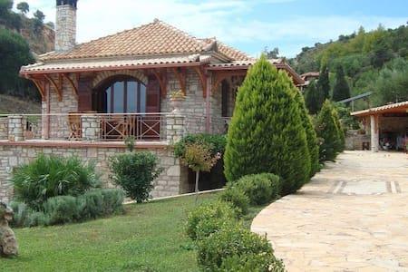 Spacious house near Koroni - Rumah