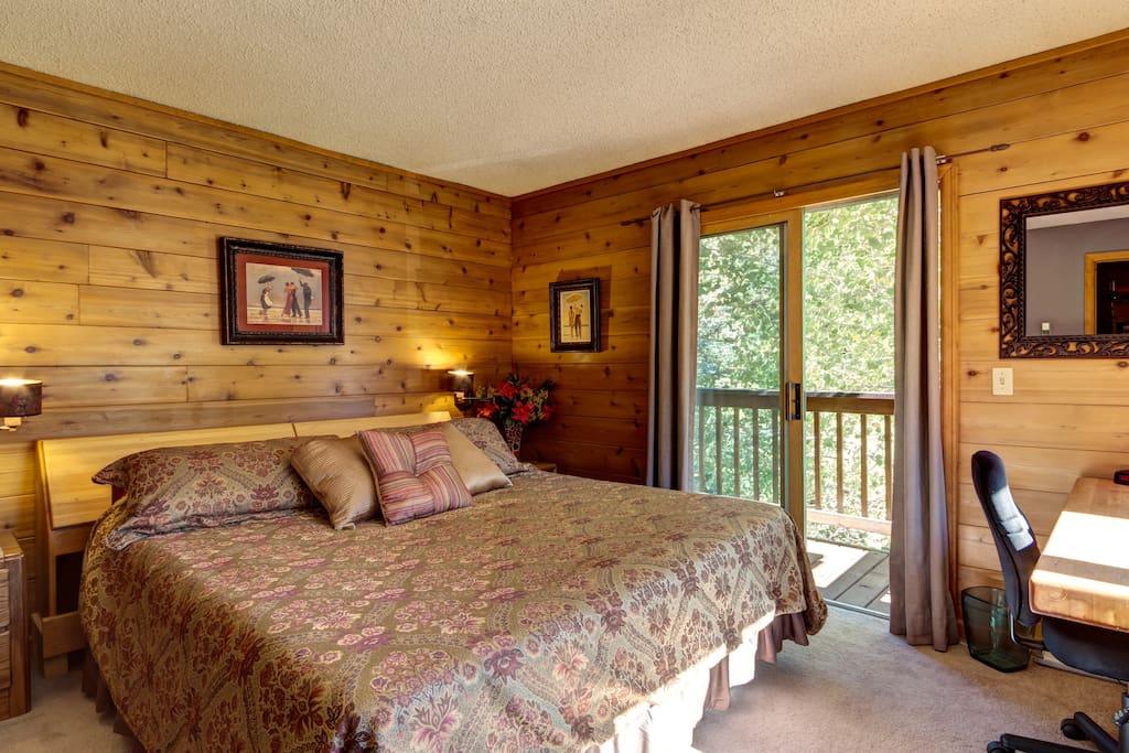 Vail-King bedroom, comfy, busline