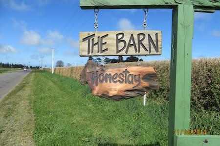 The Barn Homestay - Hawera - Bed & Breakfast