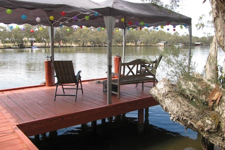 Lovely Aussie riverfront cottage - Rumah
