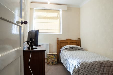 Peaceful Room in  WIRRAL - WIRRAL - 一軒家