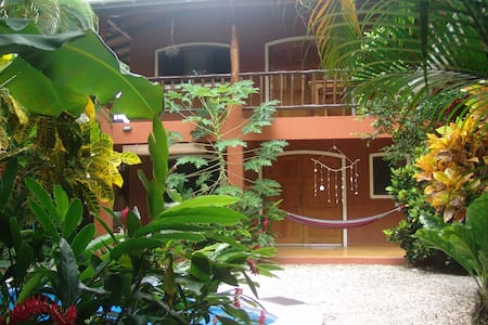 Room type: Private room Property type: House Accommodates: 12 Bedrooms: 1 Bathrooms: 4.5