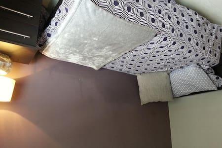 New Single bedroom near Buckingham - London - House