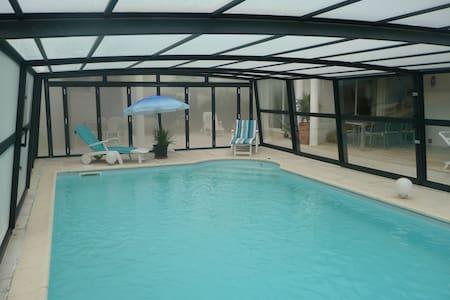 villa indépendante avec piscine