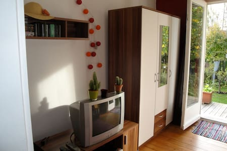 Cosy & bright  rooms in quiet neighborhood - Neusäß - Bed & Breakfast