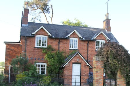 Beautiful cottage in rural Leics. - Maison