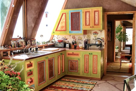 Earthship: Oddhouse - House