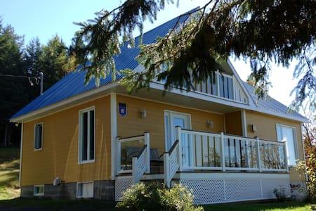 La Maison Dufour (Dans Charlevoix) - House