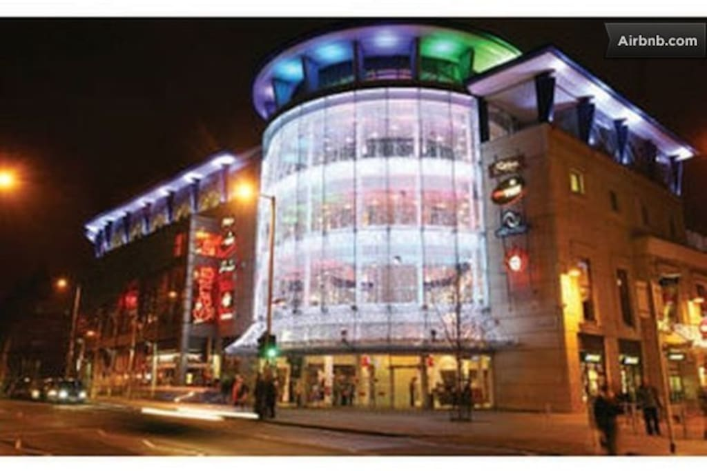 Fabulous Corner House Entertainment Centre just 5 minutes walk - Cinemas, Restaurants, Casino,
