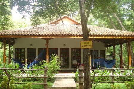 Playa el Coco, Casa Malinche de 3 habitaciones - Ház