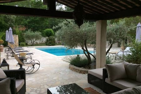 Great villa and pool in Provence