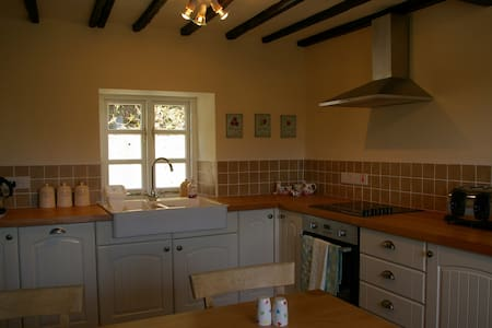 Dan Y Coed, 4*rated Welsh Cottage - Llanidloes - House
