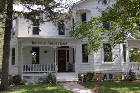 The Inn at Abbott Farm - Bed & Breakfast
