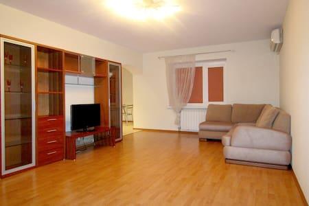 Уютная квартира в самом сердце города - Samara - Lejlighed