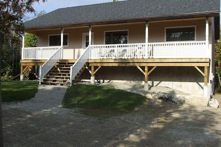 Bradley Retreat Cottage - Winter Retreat - Miller Lake