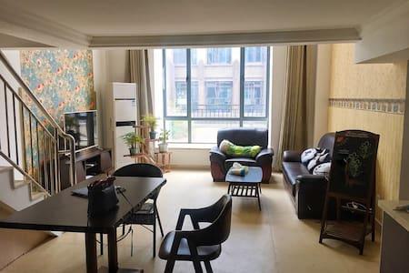 红谷滩中心区的整套loft复式公寓 - 南昌市