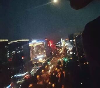 落地窗尽享亦庄夜景,期待和你一起喝酒谈天 - Beijing