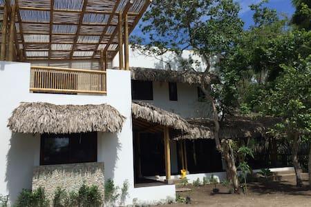 Beach House in Ayampe - Huis