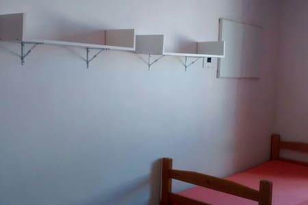 Alugo quartos compartilhados - Ev