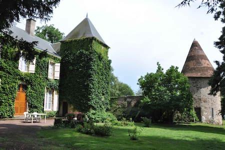 Grande maison de famille au calme - Ygrande - Haus