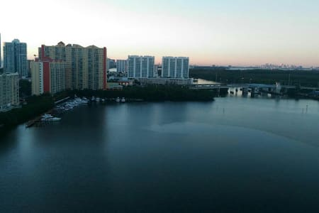 Cosy single room with ocean-view. - Sunny Isles Beach - Apartment