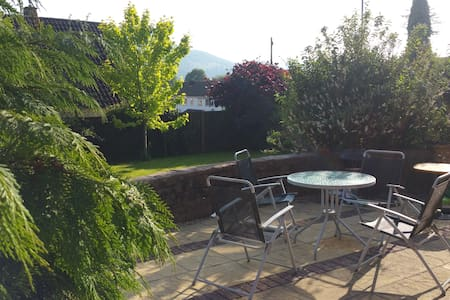 Large ensuite with sitting room in Abergavenny - Huis