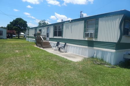 Private room in newly renovated mobile home. - Bed & Breakfast