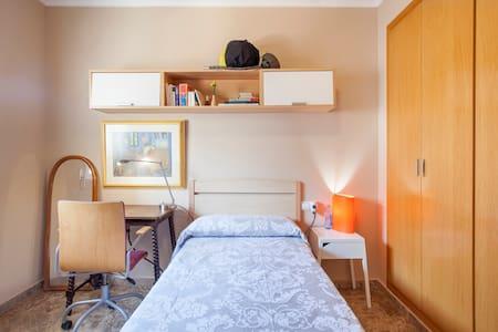 Habitación, típico barrio peatonal - Valencia - Bed & Breakfast