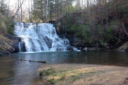 Waterfall Cottage at Cane Creek Falls - Kisház