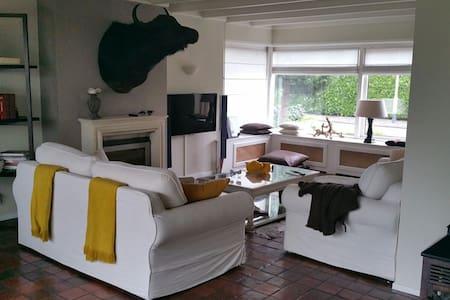 Prachtige villa met kasteeltuin , ontdek Brabant ! - Breda - Villa