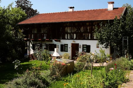 SCHMUCKES LANDHAUS UNTER DENKMAL - Feldkirchen-Westerham - Casa