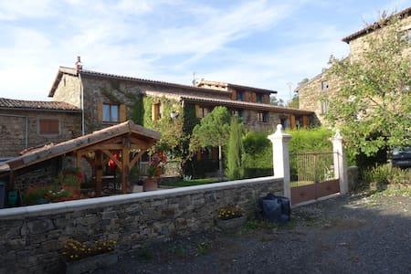 TRÈS BELLE CHAMBRE MANSARDEE  - Saint-Christo-en-Jarez