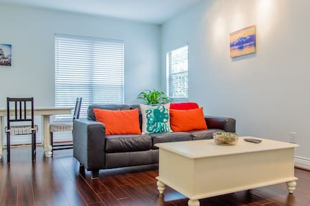 Modern & Bright in Walkable Area - Austin - Apartment