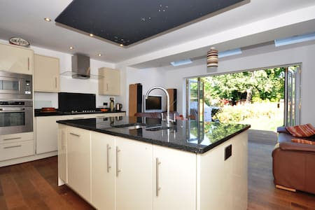Single Room  close to Heathrow - Staines-upon-Thames - Talo