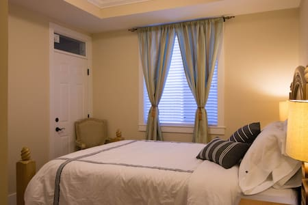 Private Room with Queen Bed - Richmond - House